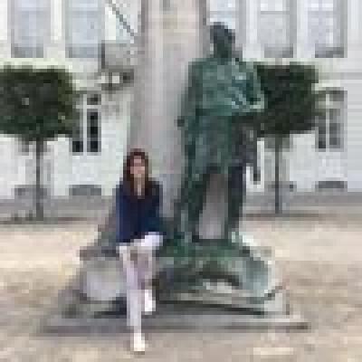 Yusra zoekt een Kamer / Appartement / Huurwoning in Amsterdam