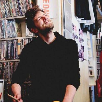 Niels zoekt een Kamer / Appartement / Huurwoning in Amsterdam